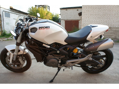 2010 DUCATI MONSTER 696 ABS